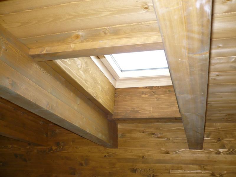 Lavorazioni capriate classiche a doppia catena rialzata for Velux tetto in legno