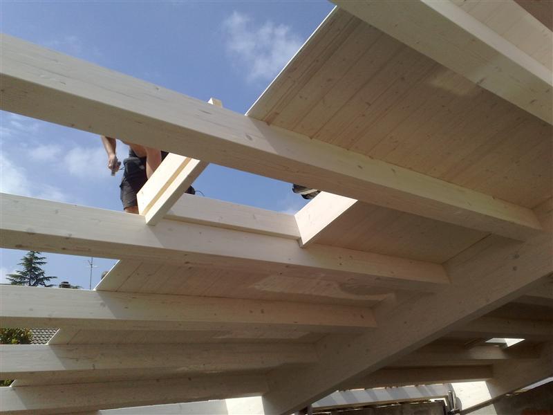 Soffitto In Legno Lamellare : Tetti in legno kit di montaggio solai e coperture per l edilizia